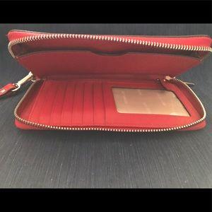 Michael Kors Bags - Michael Kors Wristlet - Excellent Condition